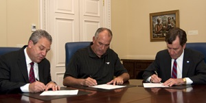 June Jones signs SMU contract extension