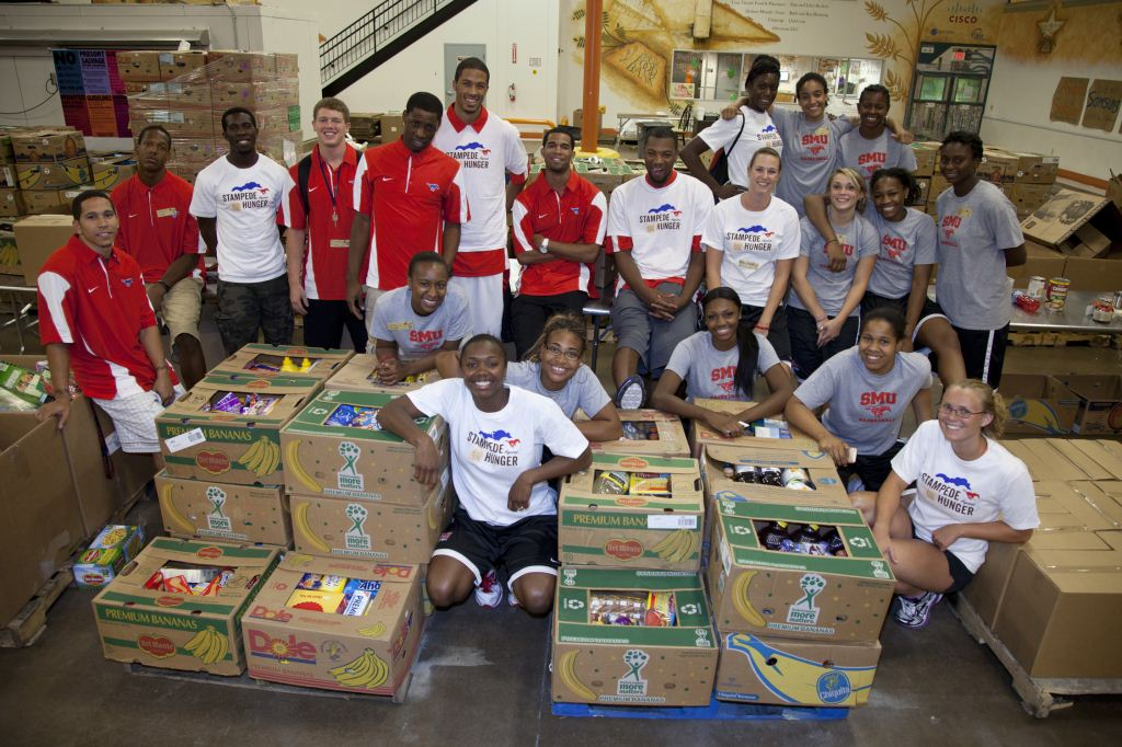 SMU Men's and Women's Basketball teams help at North Texas Food Bank