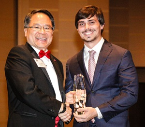 Simon Mak, PhD, associate director of the Caruth Institute for Entrepreneurship, congratulates this year's Dallas 100 first place winner, JM Bullion CEO Michael Wittmeyer.