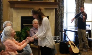 SMU students offer music therapy at Presbyterian Village North