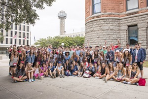 SMU students at Dallas' Old Red Courthouse with Reunion Tower in the background, Discover Dallas 2016