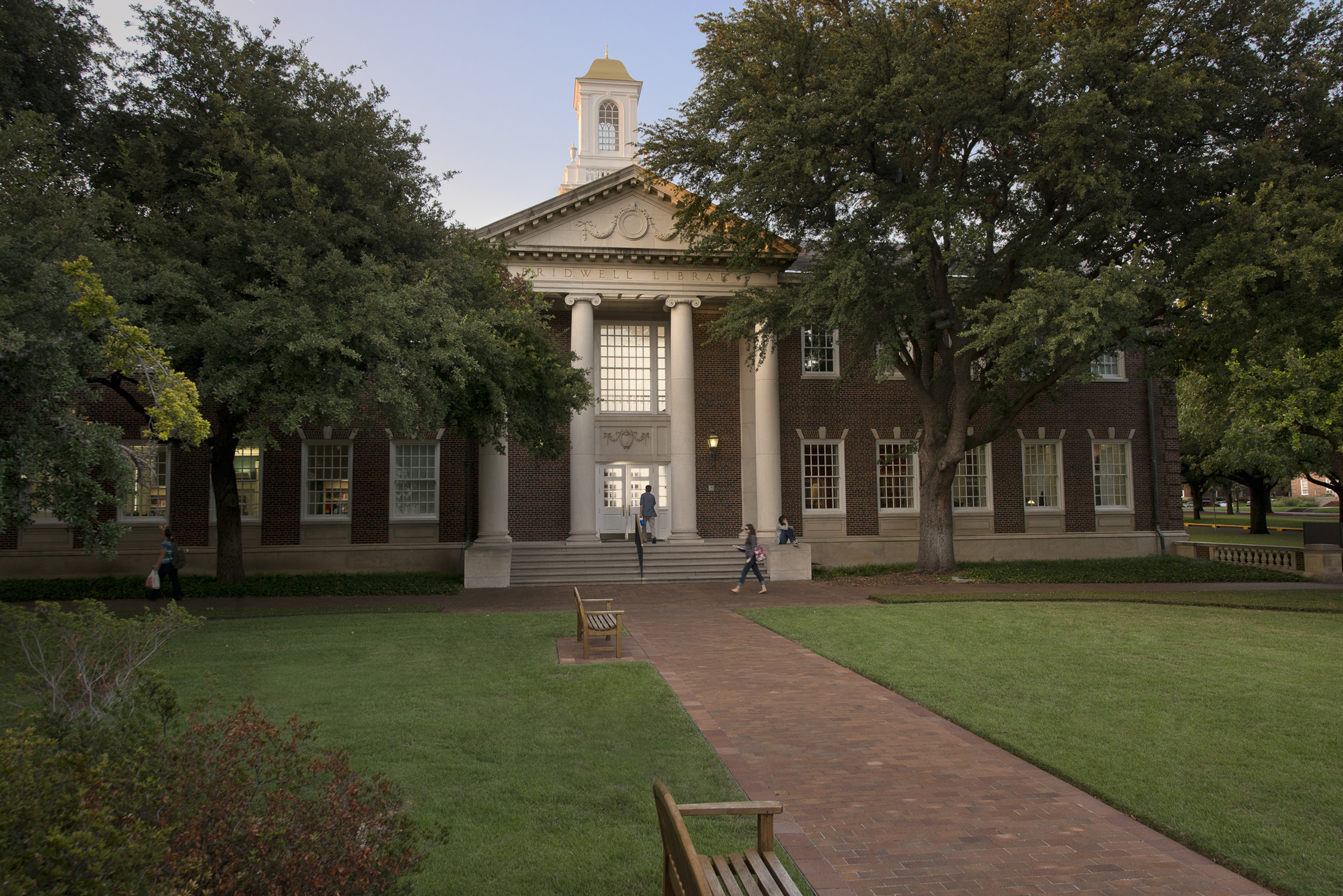 Front of Bridwell Library at SMU