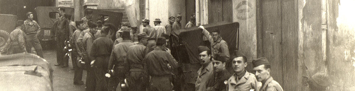 Army chow line in a side street, Algiers, 1943
