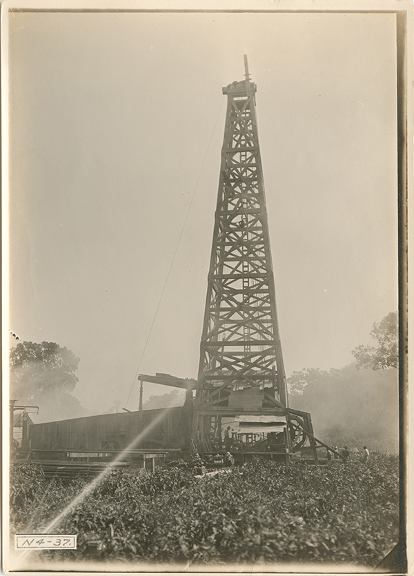 [Potrero del Llano No. 4 being drilled], 1910