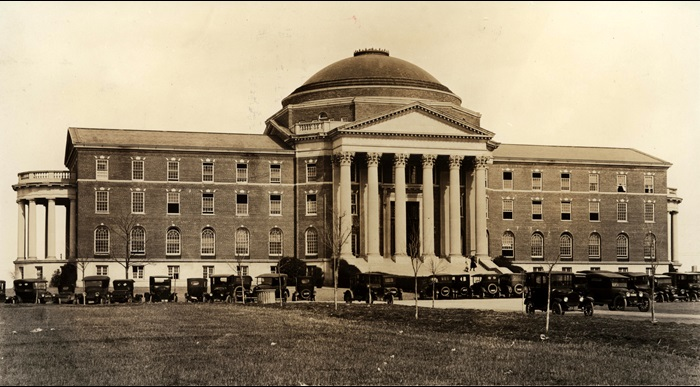 Black and White Photo of early dallas hall with cars.