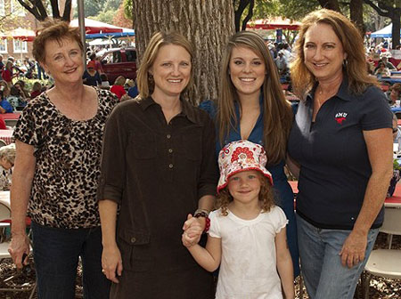 A family group enjoying SMU Family Weekend