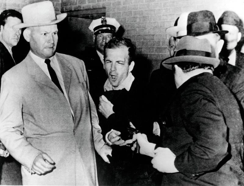 (image: http://www.smu.edu/~/media/Images/News/2013/Fall/Lee-Harvey-Oswald-shot.ashx?h=381&w=500&la=en)