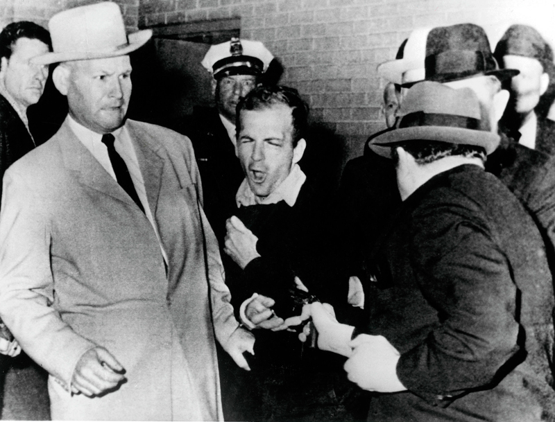 (image: http://www.smu.edu/~/media/Images/News/2013/Fall/Lee-Harvey-Oswald-shot.ashx?h=381&w=500&la=en)
