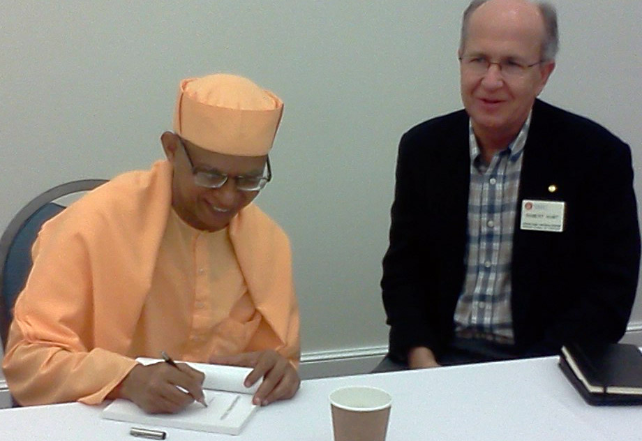 Image of Swami Shantatmananda and Prof. Robert Hunt